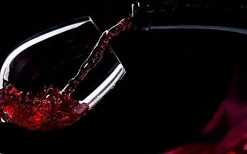 Тяжёлая работа и бокал вина