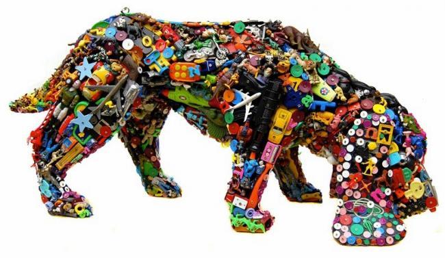 Люди и животные из обломков пластика